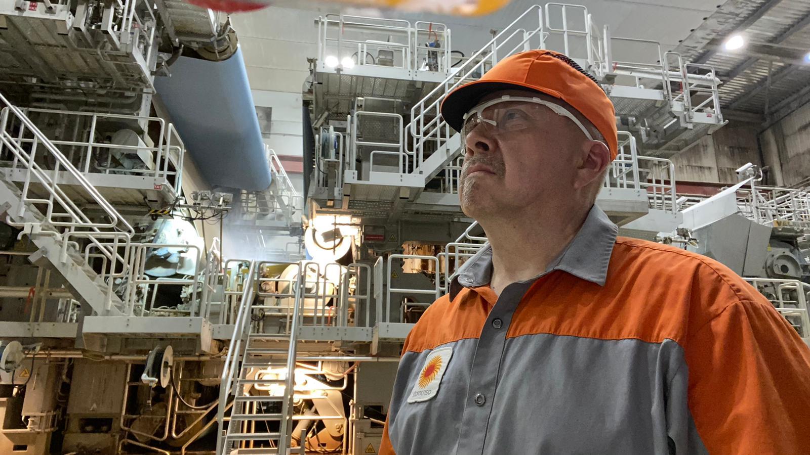 Varkauden osasto 14 hallituksen jäsen Hannu Kanniainen työskentelee operaattorina PK3:lla.