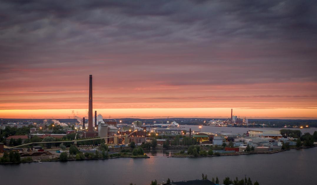 Maisemia kuvaava Juha Rimpeläinen on saanut tukea harrastukselleen SAK:n kulttuuriapurahasta.