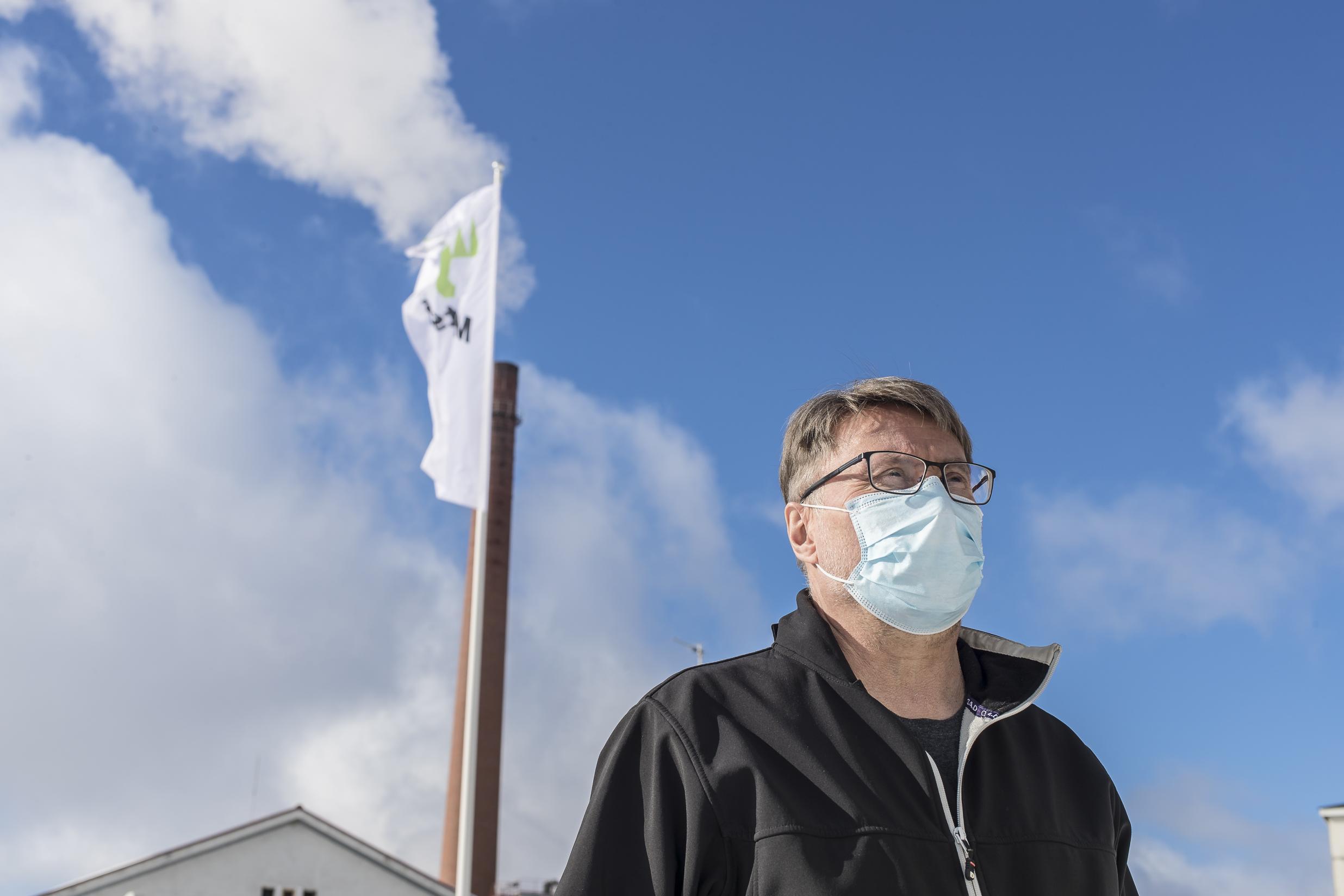 Aiemmin Hannu Toivasen silmät eivät ole oireilleet, mutta korona-ajan varustukseen kuuluva hengityssuojain ärsyttää hänen silmiään.