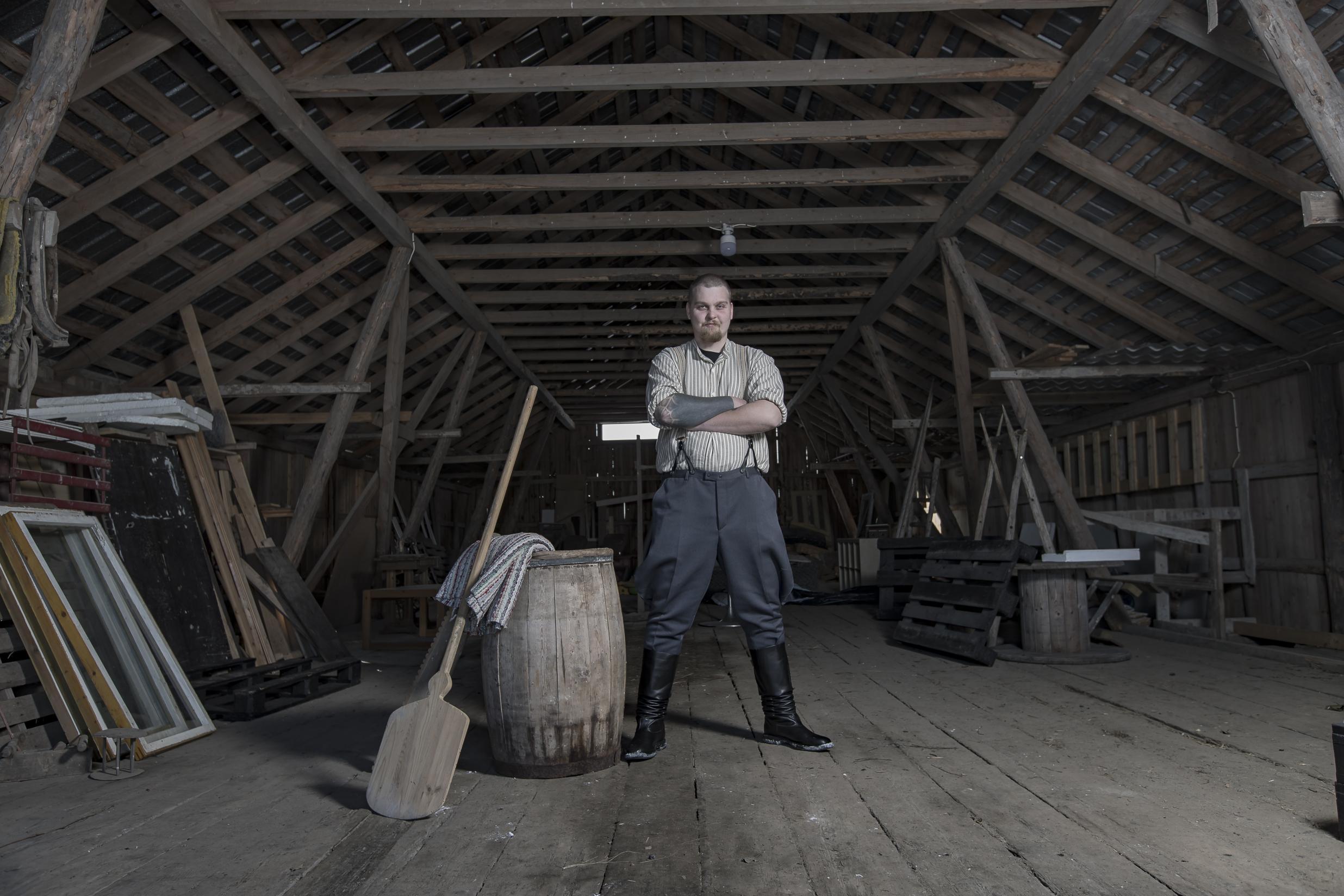 Janne Hotakainen on Joutsenossa asuva 28-vuotias trukkikuski UPM Kaukaan paperitehtaalta.