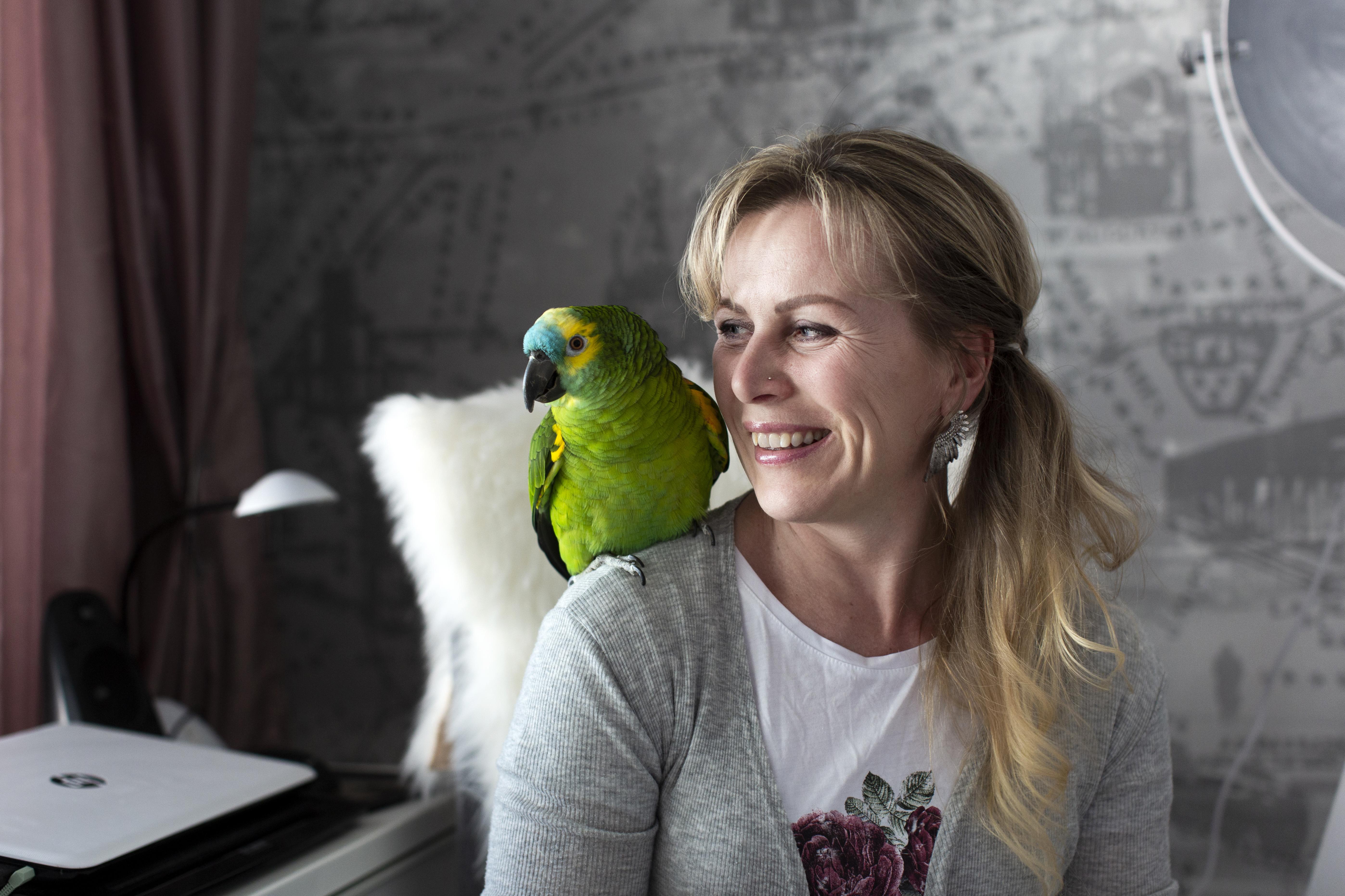 Sanna Nyrönen on 45-vuotias painokoneenhoitaja DS Smithin Tampereen tehtaalta.