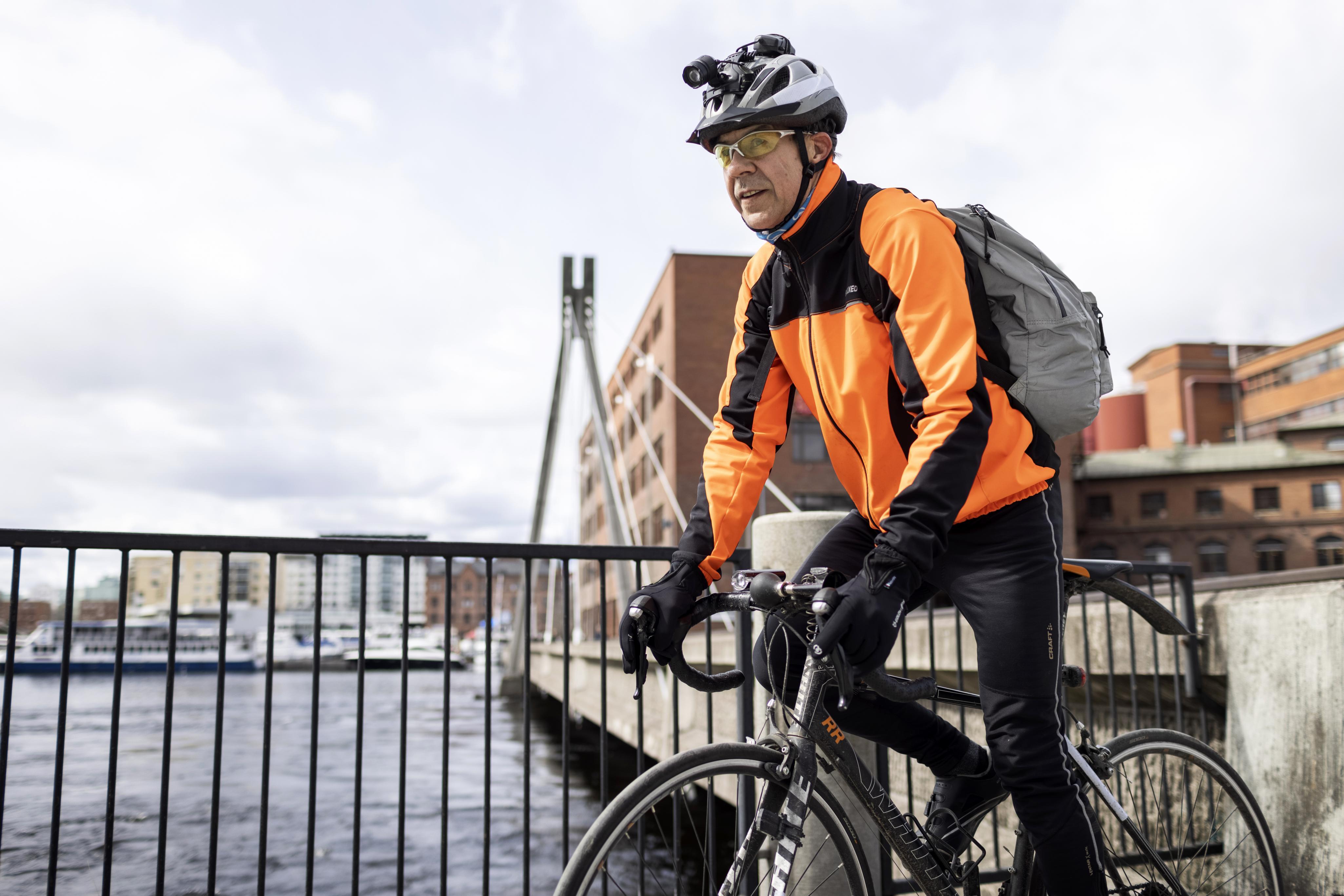 Reino Forsman on 62-vuotias koneenhoitaja Metsä Board Takon tehtaalla.