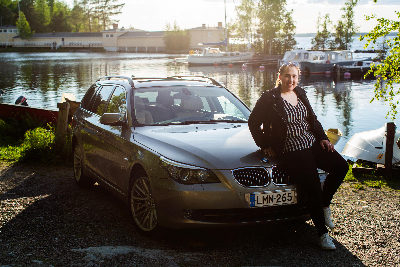 Virpi LAmpisen kesäilta alkaa siitä kun hän istahtaa autoon ja kääntää keulan kohti Äänekoskea.