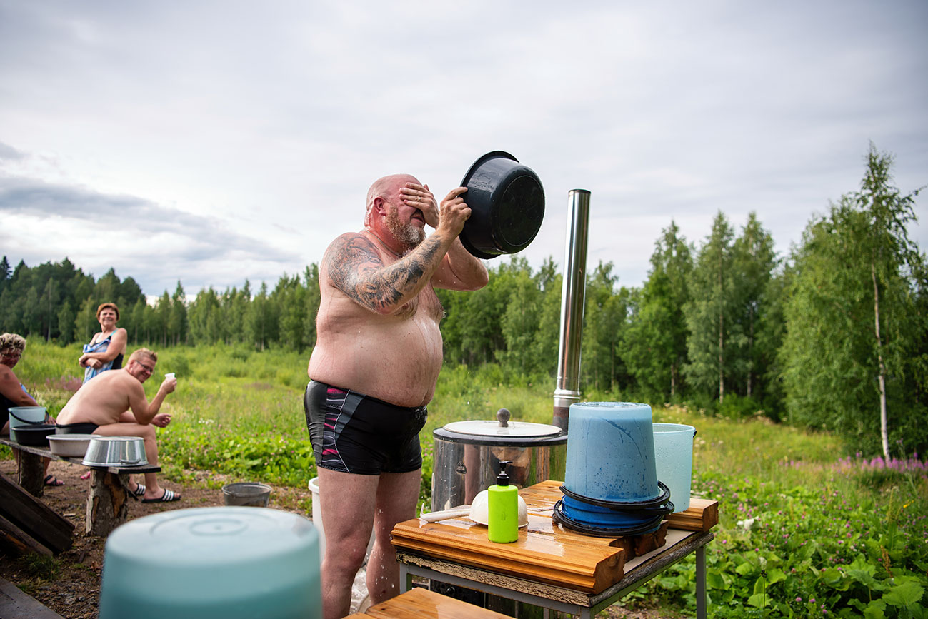 Jämsän Saunakylässä lämpiää saunaharrastajien pystyttämiä historiallisia saunoja.