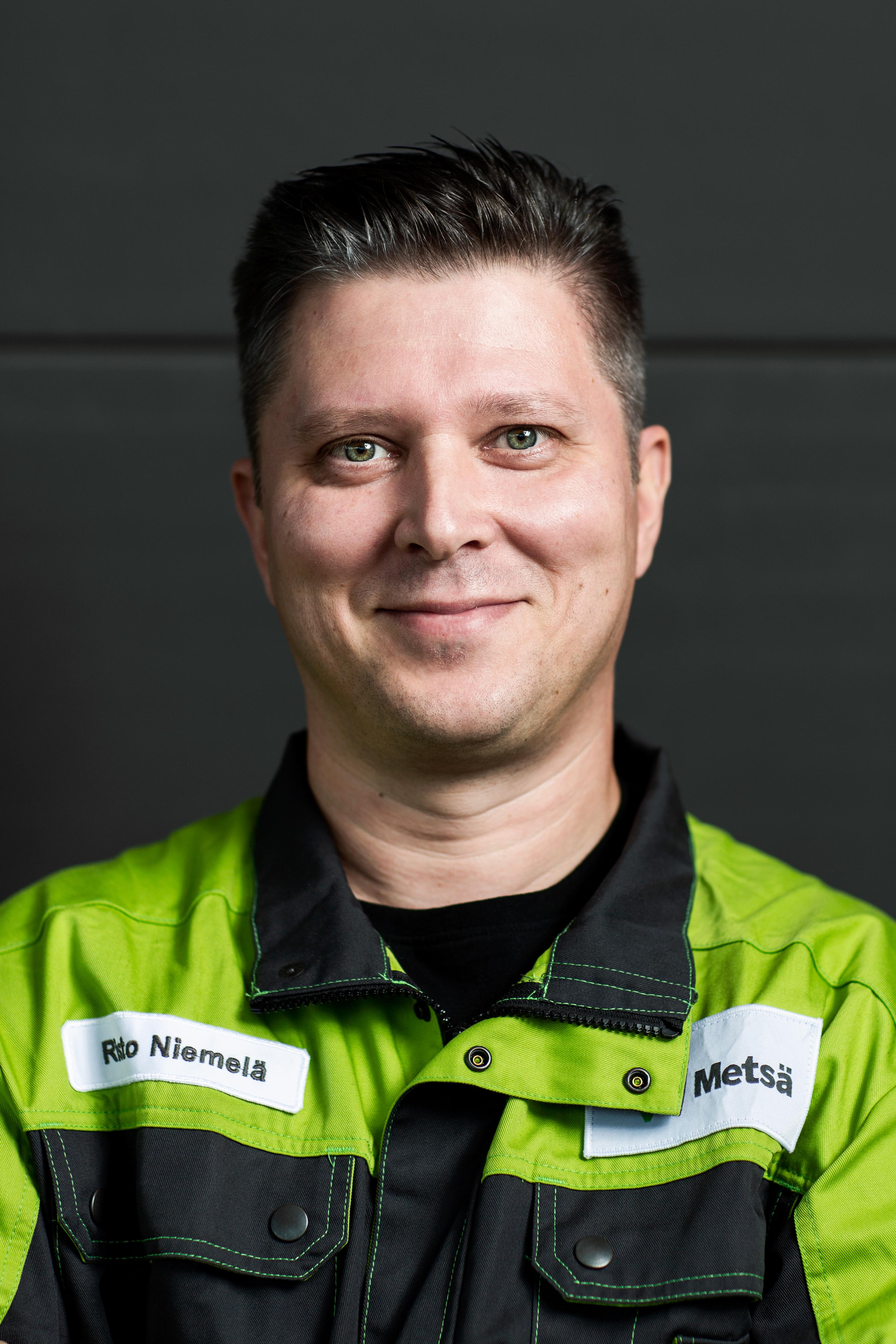 Risto Niemelä on työskennellyt prosessinhoitajana Kyröskosken Metsä Board Kyrolla.