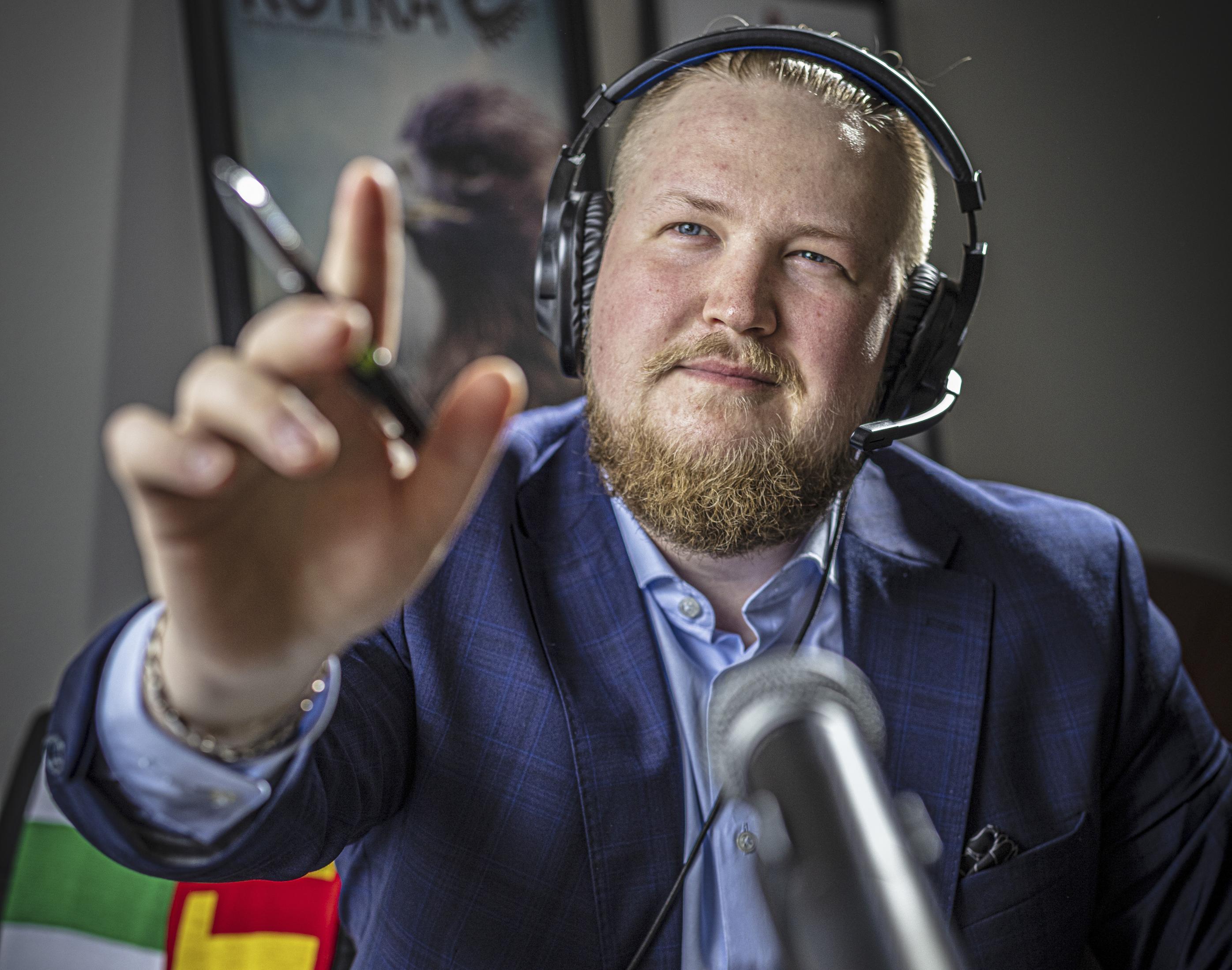 Omilleen muuttanut nuori aikuinen hakee yhteisöä, johon kiinnittyä. Lifländerin mukaan ammattiyhdistys voi olla siinä merkittävänä apuna. Uusi maisema haltuun. Fillari on tarpeen, kun Eevert Lifländer opettelee vantaalaiseksi. Lifländer aloittaa urheilujournalismin opinnot Helsingissä.