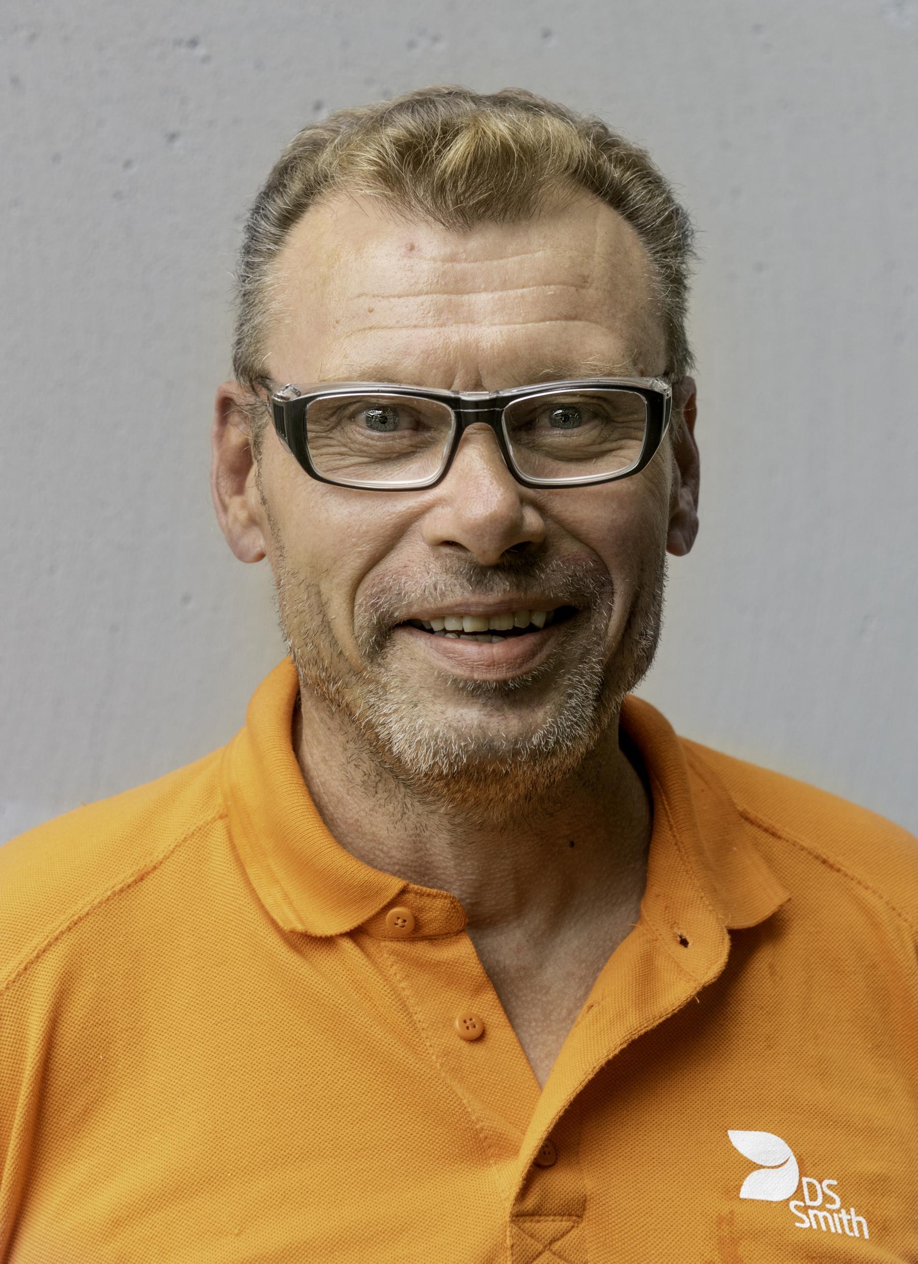 Matti Näppä on asemoija DS Smith Packaging Finlandin tehtaassa Nummelassa.
