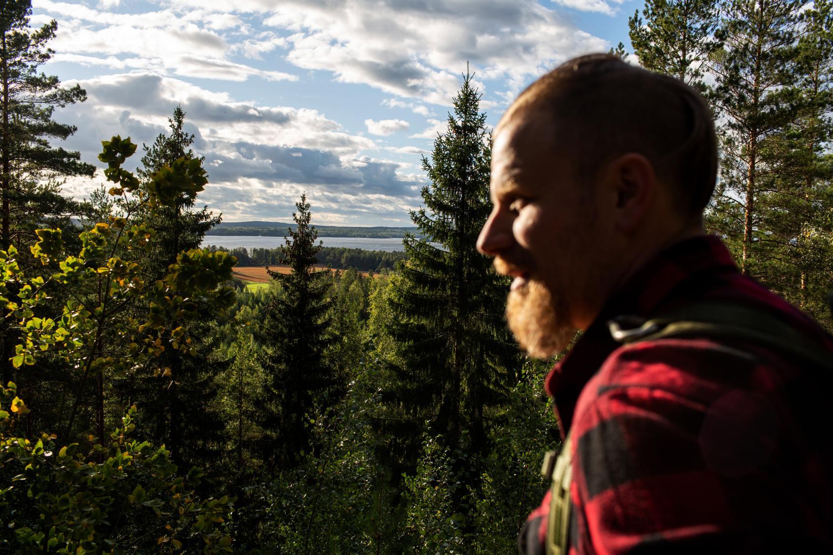 Marko Smeds toteutti pitkäaikaisen unelmansa ja lunasti vanhan kotitalonsa HAttulan Pelkolan kylästä.