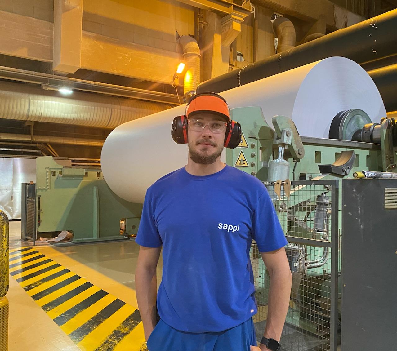 Ammattiosasto 87:ään kuuluva Lauri Mäenranta työskentelee Kirkniemessä paperikoneiden reservissä.