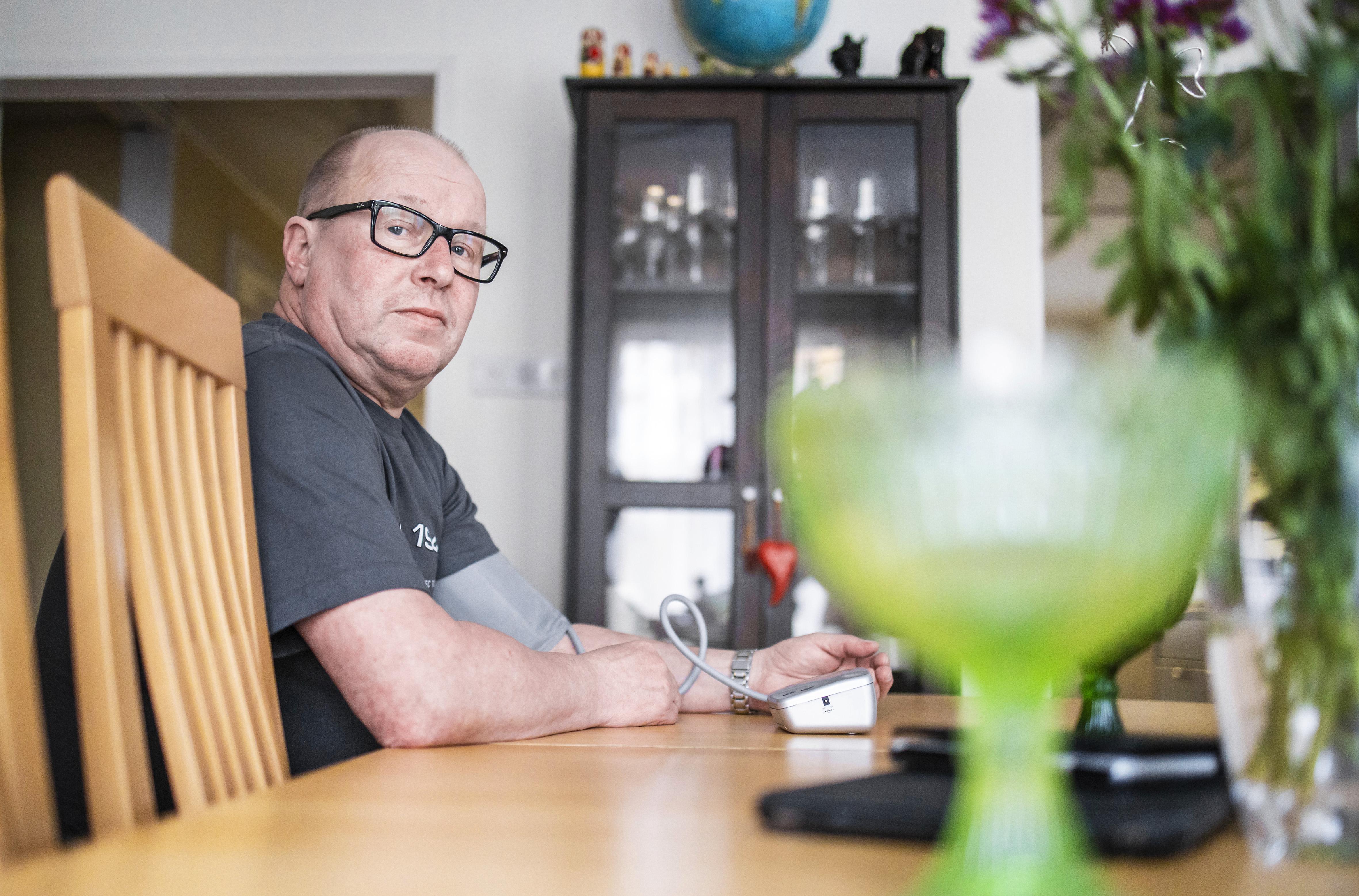 Verenpaineen säännöllinen seuraaminen kuuluu Jukka Voutilaisen arkeen.