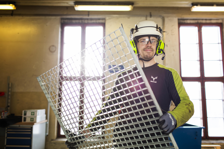 Tapio Hakalalle kertyy työssä päivittäin yli 10 000 askelta.