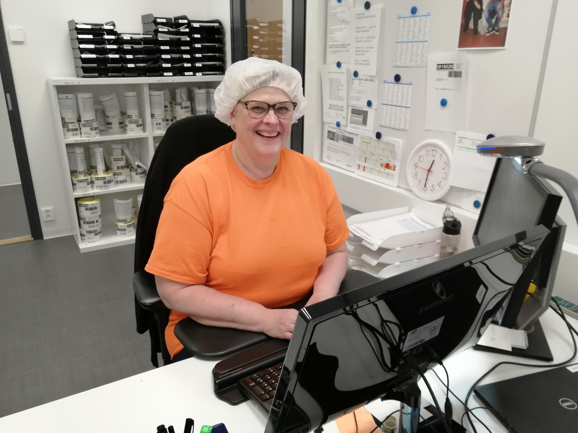 Tuotantoassistenttina Huhtamäellä työskentelevä Tytti Nyström on Hämeenlinna osasto 66 hallituksen jäsen.