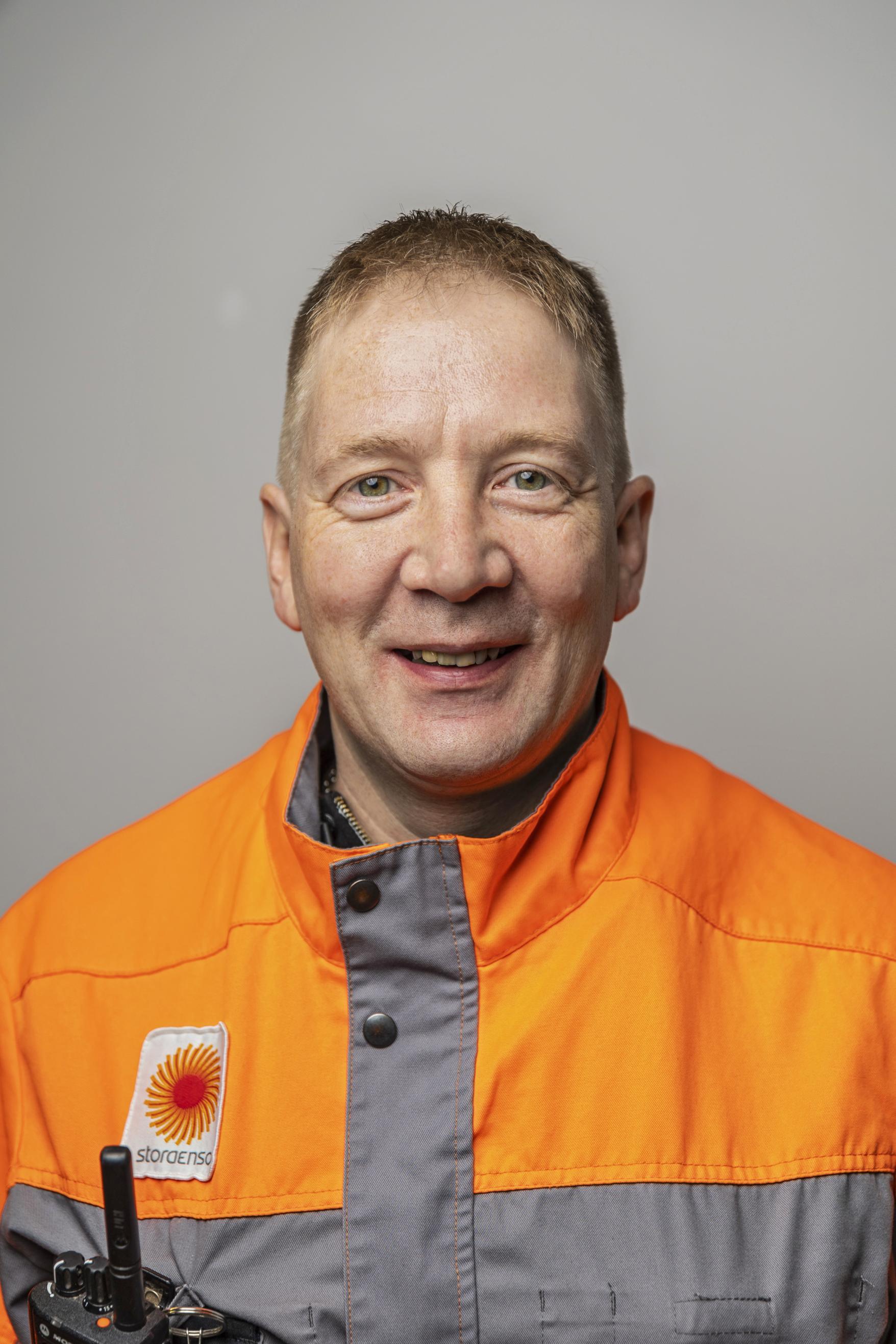 Mika Lappalainen on prosessinhoitajana Stora Enson Varkauden sellutehtaassa.