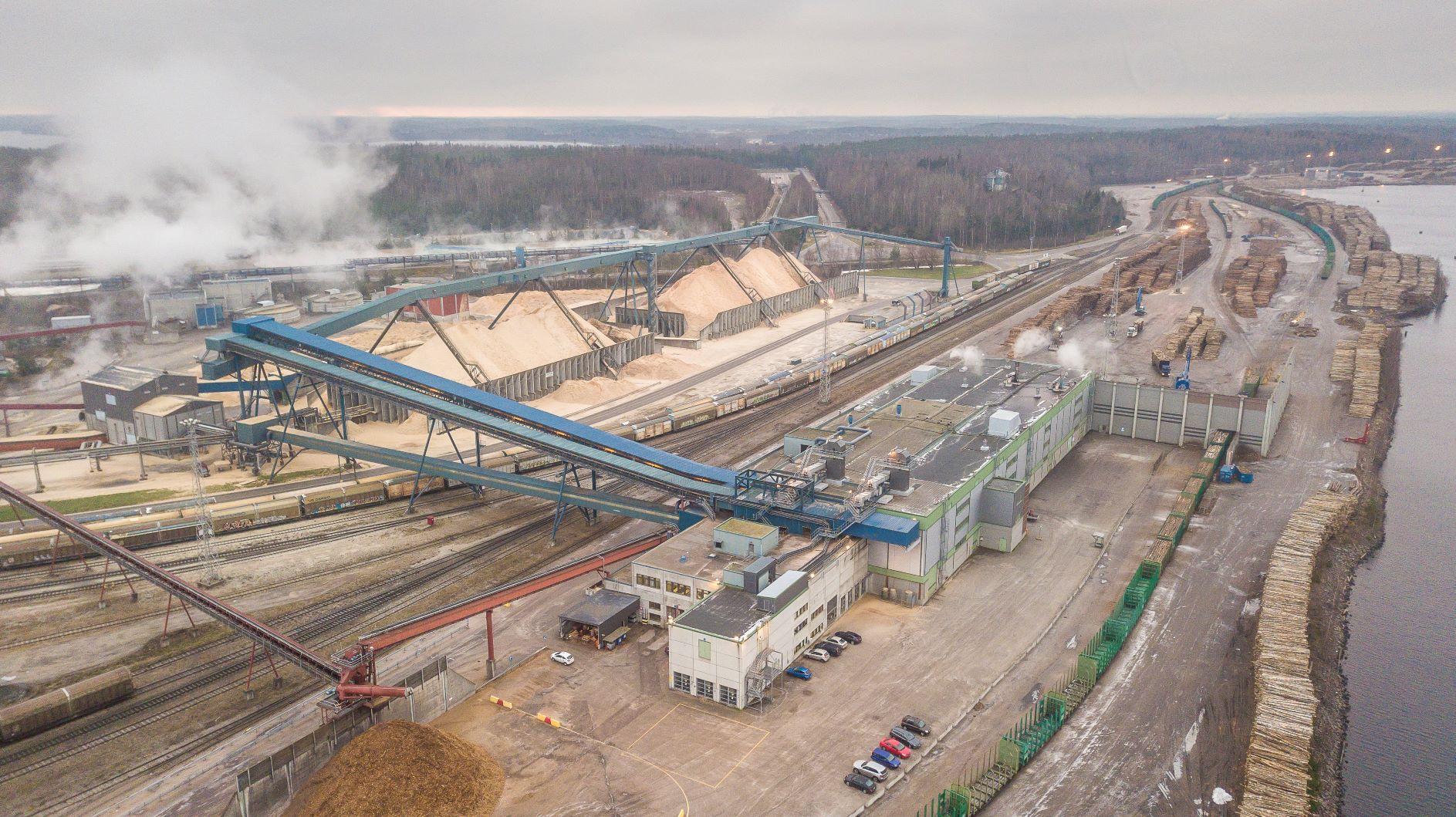 Imatran tehtaiden puunkäsittely keskitetään Kaukopään tuotantoyksikön puolelle. Hakevarastot siirtyvät avokentältä siiloihin.