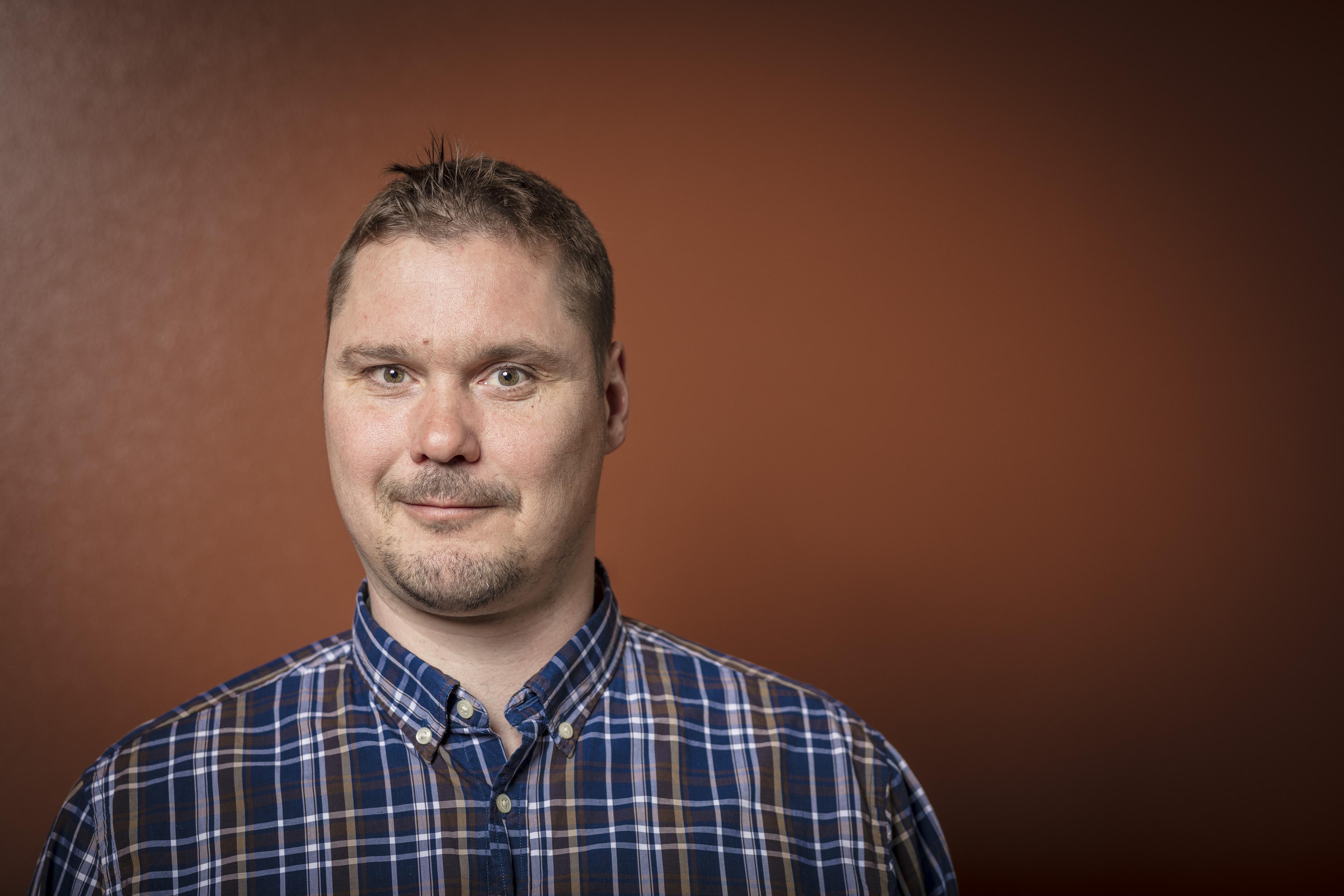 Pääluottamusmies Mikko Alamommon mielestä sulkemista suunnitellaan hätiköiden korona-ajan keskellä.